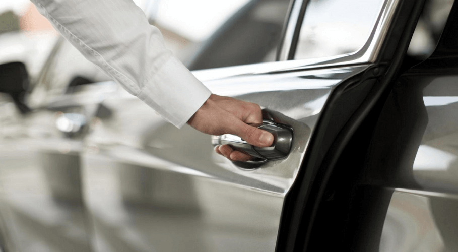 Reasons To Book Professional Car Service For Your Corporate Travel
