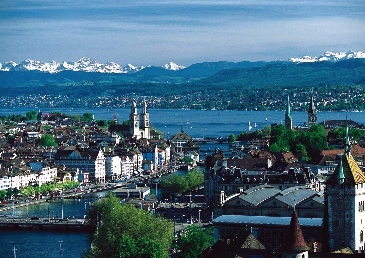 Drive around the whole Zurich city in luxury cars with chauffeurs